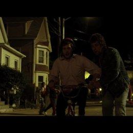Donny bringt Todd das Fahrradfahren bei - Szene