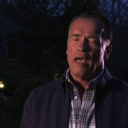 Arnold Schwarzenegger über die Arbeit mit David Ayer - OV-Interview Poster