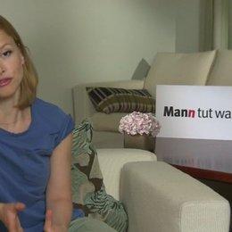 Karoline Schuch über ihre Rolle Iggys Verehrer - Interview Poster