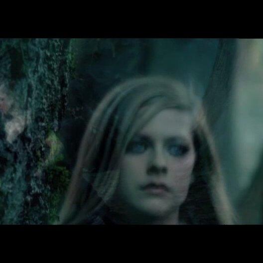 "Musikvideo: ""Avril Lavigne - Alice"" - Featurette Poster"