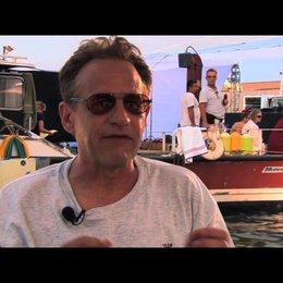 Walt Conti über das Team, das die Haie im Wasser steuert - OV-Interview Poster