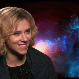 Scarlett Johansson - Lucy -  über die Geschichte - OV-Interview Poster