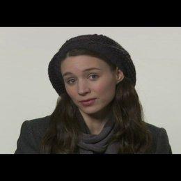 """Rooney Mara (""""Erica Albright"""") über die Schlüsselszene ihrer Figur mit der Figur des """"Mark Zuckerberg"""" in dem Film - OV-Interview"""