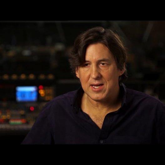 Cameron Crowe - Regisseur, Drehbuchautor und Produzent - über Scarlett Johansson als Kelly Foster - OV-Interview