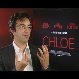 AtomEgoyan - Regie / was Chloe und Catherine aneinander fasziniert - OV-Interview Poster