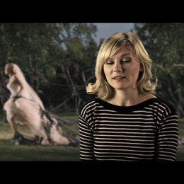 Kirsten Dunst über die Zusammenarbeit mit Lars von Trier - OV-Interview Poster