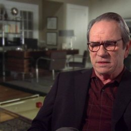 Tommy Lee Jones (Arnold) über Kays Motivation und Arnolds Reaktion - OV-Interview