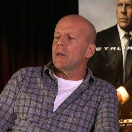Bruce Willis (General Joe Colton) über die gute Zusammenarbeit des Casts - OV-Interview Poster