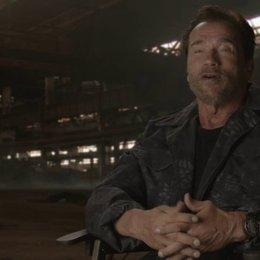 Arnold Schwarzenegger - Trench - über die Atmosphäre am Set - OV-Interview Poster