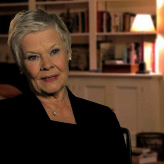 Judi Dench über die Bond-Reihe - OV-Interview Poster