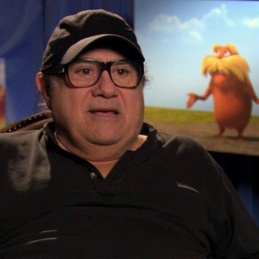 Danny DeVito über die Schrulligkeit von Dr Seuss - OV-Interview Poster