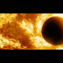 Überwältigender Blick aus dem Raumschiff in Richtung Sonne und Merkur. - Szene Poster