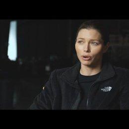 """Jessica Biel - """"Capt. Charisa Sosa"""" über die Zusammenarbeit mit dem Team - OV-Interview Poster"""