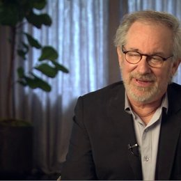 Steven Spielberg (Regisseur, Produzent) über die Sicherheitsprotokolle für die Pferde - OV-Interview