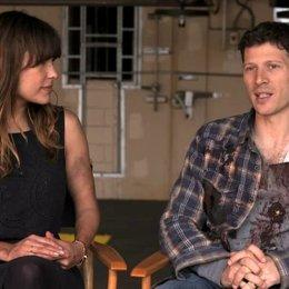 Zach Gilford - Shane - und Kiele Sanchez - Liz - über die Entwicklung der beiden Figuren - OV-Interview