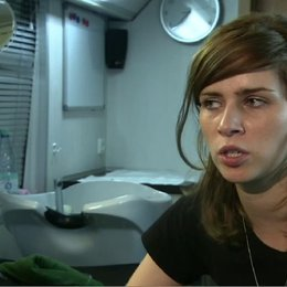 NORA TSCHIRNER - Meike Pelzer - über die Botschaft des Films - Interview Poster