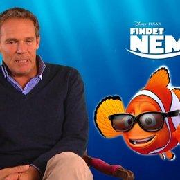 Christian Tramitz - Synchronstimme Marlin - über seine Freude bei Findet Nemo mitgewirkt zu haben - Interview Poster