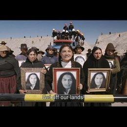 Demonstration der Indigenen vor den Minenarbeitern - Szene Poster