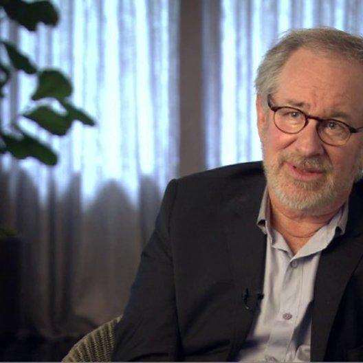 Steven Spielberg (Regisseur, Produzent) über das Leitmotiv des Films - OV-Interview Poster