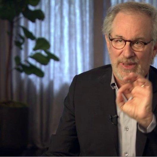 Steven Spielberg (Regisseur, Produzent) über die Funktion der Pferde im Film - OV-Interview Poster