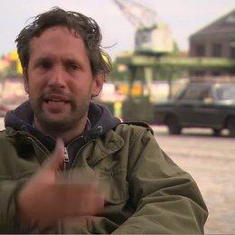 OLIVER ZIEGENBALG - Regisseur und Drehbuchautor - über die Besetzung von MATTHIAS SCHWEIGHÖFER als Wladimir Kaminer - Interview Poster