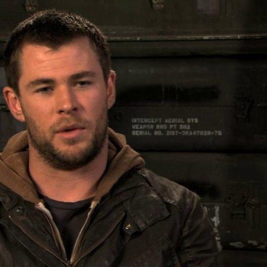 Chris Hemsworth über die Vorbereitungen auf seine Rolle - OV-Interview Poster