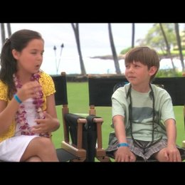 Bailee Madison und Griffin Gluck über Adam Sandler - OV-Interview Poster