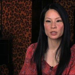 Lucy Liu über die Zusammenarbeit mit Russell Crowe - OV-Interview Poster