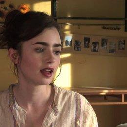 Lily Collins über den Wert wahrer Freundschaft - OV-Interview Poster
