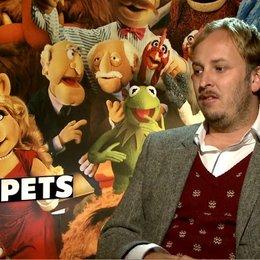 James Robin (Regisseur) über seine Intention einen neuen Muppet-Film zu machen - OV-Interview Poster