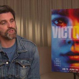 Sebastian Schipper - Regisseur - über die Geschichte von Victoria - Interview Poster