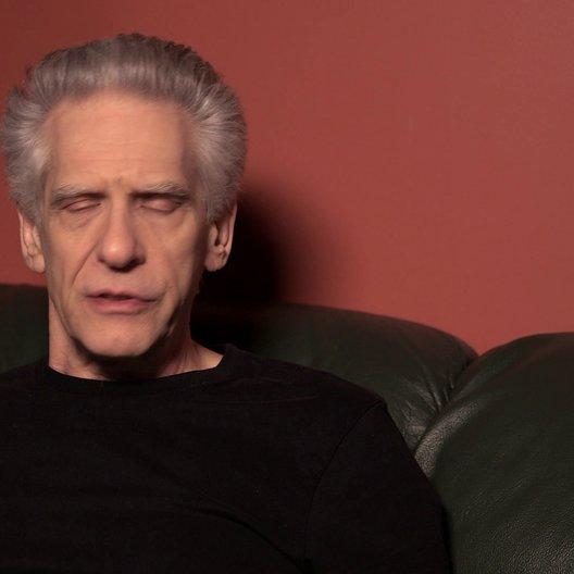 David Cronenberg (Regie) über: Mia Wasikowska als Agatha Weiss, Leben nach dem Tod - OV-Interview Poster