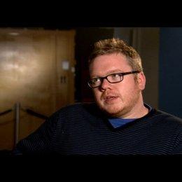 Jim Field Smith (Regie) über die Ratschläge, die sie sich untereinander geben - OV-Interview