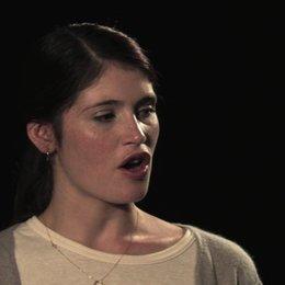 Gemma Arterton über Elisabeths Beziehung zu Arthur - OV-Interview