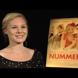 Rosalie Thomass über die Rolle der Lena - Interview Poster