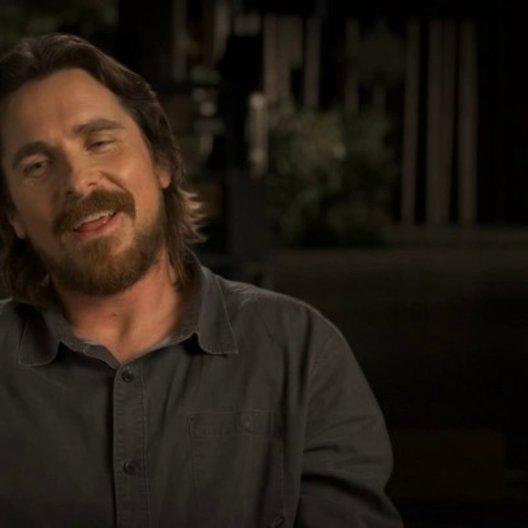 Christian Bale über Ben Kingsley - OV-Interview Poster