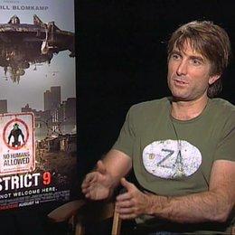 Sharlto Copley über die Aussage des Films - OV-Interview Poster