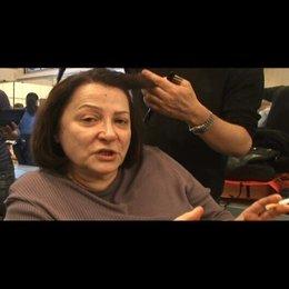 Josiane Balasko (Madame Michel) über die Zusammenarbeit mit Mona Achache - OV-Interview