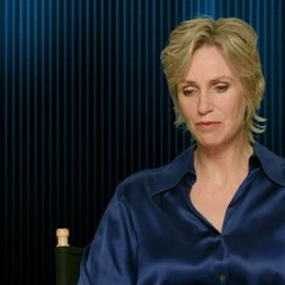 Jane Lynch - Calhoun - über Calhoun und Felix - OV-Interview Poster