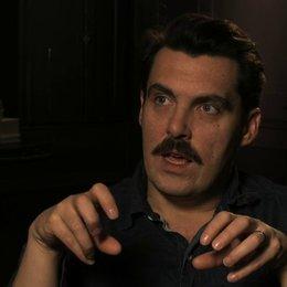 Joe Wright über die verschiedenen Liebesthemen im Film - OV-Interview Poster