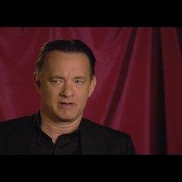 """Tom Hanks (""""Robert Langdon"""") über den Kampf gegen die Zeit - OV-Interview Poster"""