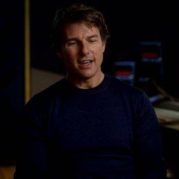Tom Cruise (Ethan Hunt) über die Arbeit mit Alec Baldwin - OV-Interview Poster