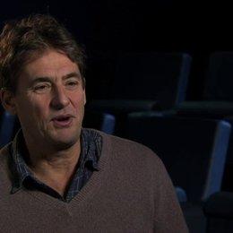 Tim Bevan über das Drehbuch - OV-Interview Poster