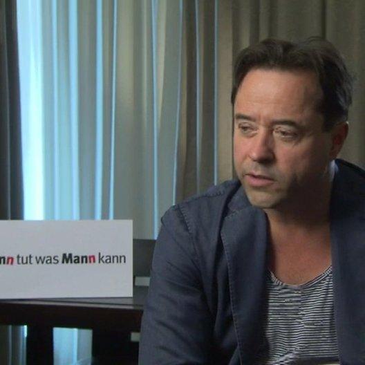 Jan Josef Liefers über seine Figur - Interview Poster