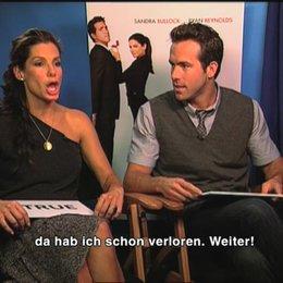 Sandra Bullock und Ryan Reynolds im Quiz. - Interview Poster