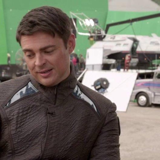 Karl Urban - Dr Leonard McCoy - über seine Freude auf die Fortsetzung - OV-Interview