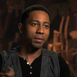Brandon T. Jackson - Grover  über Grovers Entwicklung in dem Film - OV-Interview Poster