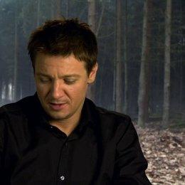 Jeremy Renner - Hänsel - über die Geschichte - OV-Interview Poster