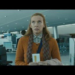 Martin, Maureen, Jess und JJ am Flughafen (englisch) - Szene Poster