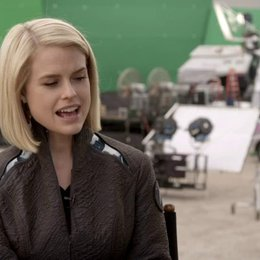 Alice Eve - Dr Carol Marcus - über eine jüngere Zielgruppe für Star Trek - OV-Interview Poster